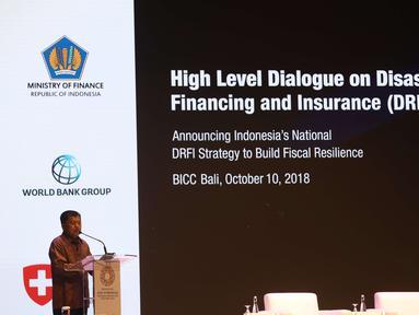 Wakil Presiden RI Jusuf Kalla memberi pemaparan terkait asuransi bencana saat membuka Dialog Tingkat Tinggi tentang Pembiayaan dan Asuransi Risiko Bencana selama acara IMF-World Bank Group 2018, Bali, Rabu (10/10).  (Liputan6.com/Angga Yuniar)