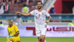 Ali Mabkhout. Striker Timnas Uni Emirat Arab berusia 31 tahun ini telah membuat 7 hattrick dari total 78 gol dalam 97 laga internasional. Hattrick pertamanya dibuat saat ia mencetak 4 gol ke gawang Bahrain pada laga persahabatan, 16 Oktober 2012 yang berkesudahan 6-2. (AFP/Mustafa Abumenes)