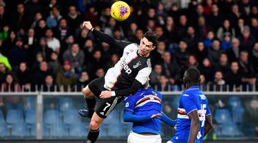 Aksi Terbang Ronaldo Saat Jebol Gawang Sampdoria