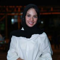 Andien tampil cantik dengan busana muslim di bulan Ramadan. (Deki Prayoga/Bintang.com)