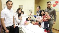 Potret Annisa Pohan dan Aliya Rajasa temani Ani Yudhoyono jalani pengobatan. (Sumber: Instagram/annisayudhoyono)