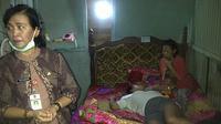 Ketangguhan ibu pengidap kanker semakin diuji saat suaminya meninggal karena stroke. (Liputan6.com/Edhie Prayitno Ige)