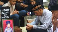Meninggalnya Renggo Khadafi menyisakan duka mendalam bagi keluarga. Terlebih, meninggalnya siswa kelas V SDN 09 Makasar Pagi, Jakarta Timur.