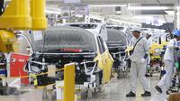 Pabrik dari PT Mitsubishi Motors Krama Yudha Indonesia (MMKI) ini memiliki nilai investasi  mencapai Rp7,5 triliun dan mampu menyerap 3.000 tenaga lokal, Cikarang, Bekasi, Jawa Barat, Selasa (25/4). (Liputan6.com/Angga Yuniar)