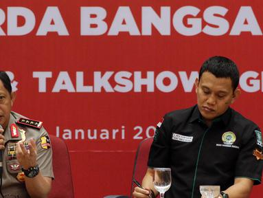 Kapolri Jenderal Pol Tito Karnavian (kiri) memberikan pemaparan saat Muspimnas DKN Garda Bangsa di Jakarta, Kamis (19/1). Muspimnas tersebut membahas tentang deradikalisasi, intoleransi, dan terorisme beserta solusinya. (Liputan6.com/Johan Tallo)