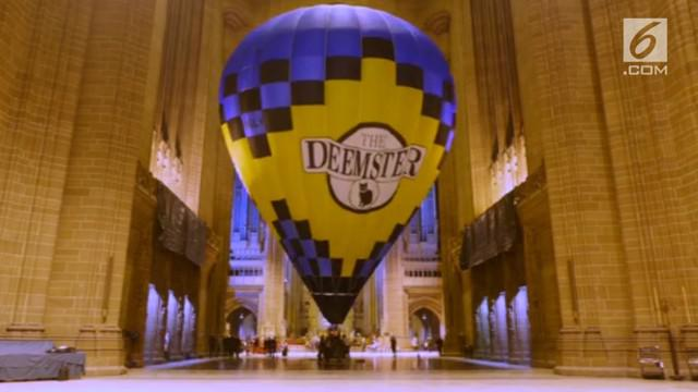 Untuk pertama kalinya balon udara diterbangkan di Katerdal sebagai perayaan sumbangan perbaikan bangunan
