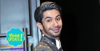 Dua kali ambil peran, Reza Rahadian sering disebut sebagai kembaran atau duplikat Pak Habibe.