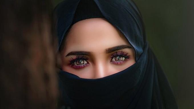 Selain Setegar Hajar Sarah Istri Nabi Ibrahim Juga Wanita