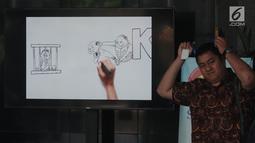 Tamu berjalan melintasi layar monitor yang menampilkan karikatur pemberantasan korupsi di lobi Gedung KPK, Jakarta, Selasa (20/3). Karikatur tersebut sebagai contoh proses pencegahan korupsi sejak dini. (Merdeka.com/Dwi Narwoko)