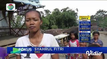 Seekor ular piton sepanjang 4 meter berhasil ditangkap warga di Magetan, Jawa Timur, Sabtu siang (19/6). Reptil seberat 20 kilogram tersebut selama ini sering memangsa hewan ternak warga.