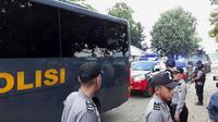 Sebanyak 150-an napi teroris dan tahanan perkara terorisme tiba di Nusakambangan, Cilacap, Kamis (10/5/2018). (Foto: Liputan6.com/Muhamad Ridlo)