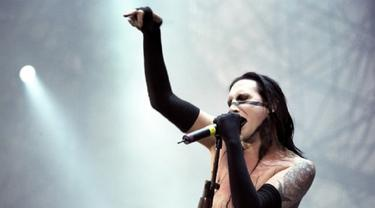 Marilyn Manson Perangi Bajakan Pakai Playstation One