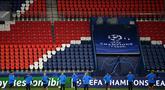 Para pemain RB Leipzig melakukan pemanasan saat mengikuti sesi latihan di stadion Parc des Princes di Paris (23/11/2020). Leipzig akan bertanding melawan PSG pada Grup H Liga Champions. (AFP/Franck Fife)