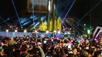 Gubernur DKI Jakarta Anies Baswedan membuka acara puncak perayaan HUT ke-492 Kota Jakarta di Bundaran Hotel Indonesia (HI), Jakarta Pusat. (Liputan6/Ika Defianti)