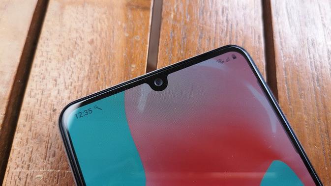 Notch yang ada di Samsung Galaxy A31. (Liputan6.com/Agustinus M. Damar)