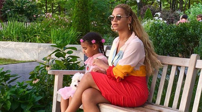 Beyonce, belum lama ini telah melahirkan anak kembarnya yang diberi nama Sir Carter dan Rumi. Antusias dan kebahagiaan ternyata tak hanya dirasakan oleh ibu tiga anak ini dan Jay Z, suaminya. (Instagram/beyonce)