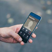 Ilustrasi panggilan telepon tak dikenal. (Foto: Google Play)