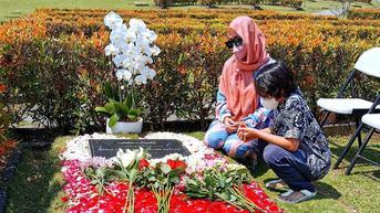 6 Potret Bunga Citra Lestari Ziarah ke Makam Ashraf Sinclair, Rayakan Ulang Tahun