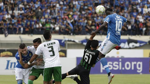 Image result for Piala Indonesia: N'Douassel Hattrick, Persib Bantai Persiwa 7-0