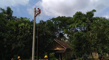PLN berhasil mengoperasikan jaringan listrik di Desa Talang Makmur dan Desa Harapan Jaya, Kecamatan Sungai Menang, Kabupaten Ogan Komering Ilir (OKI), Sumatera Selatan.