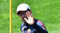 Pelatih AS Roma, Eusebio Di Francesco dalam sesi latihan para pemainnya di Trigoria, Roma, Italia, Senin (23/4). AS Roma akan dijamu oleh Liverpool pada leg pertama semifinal Liga Champions 25 April 2018. (Alberto PIZZOLI/AFP)