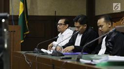 Terdakwa dugaan suap seleksi pengisian jabatan di Kementerian Agama, Haris Hasanuddin (kanan) saat menjalani sidang lanjutan di Pengadilan Tipikor, Jakarta, Rabu (10/7/2019). Sidang mendengar keterangan saksi. (Liputan6.com/Helmi Fithriansyah)