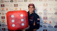 Juara dunia MotoGP empat kali, Marc Marquez, disebut sang manajer, Emilio Alzamora, masih setia kepada Honda. (Motorsport)