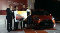 Toyota mengelar acara khusus untuk penyerahan kunci Sienta ke konsumen (Gesit/Otomotif)
