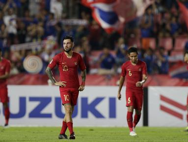 Gelandang Timnas Indonesia, Stefano Lilipaly, tampak kecewa usai dikalahkan Thailand pada laga Piala AFF 2018 di Stadion Rajamangala, Bangkok, Sabtu (17/11). Thailand menang 4-2 dari Indonesia. (Bola.com/M. Iqbal Ichsan)
