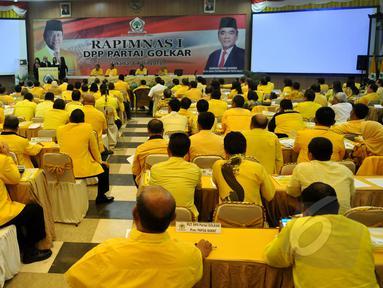 Rapat Pimpinan Nasional (Rapimnas) Partai Golkar yang dipimpin Agung Laksono di gelar di Kantor DPP Golkar, Slipi, Jakarta Barat, Rabu (8/4/2015). Rapat membahas konsolidasi partai dari tingkat bawah hingga atas. (Liputan6.com/Johan Tallo)
