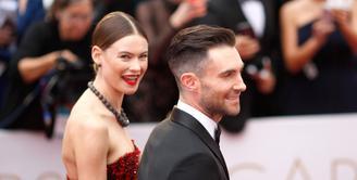 Rasa bahagia kembali diungkapkan pasangan Adam Levine dan Behati Prinsloo. Terlihat dari unggahan foto di akun instagram Behati, foto tampak belakang Adam dengan tattoo terbarunya di bagian punggung. (AFP/Bintang.com)
