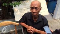 Abdul Hamid alias Pak Ogah sangat kehilangan dengan kepergian Pak Raden. [Foto: Sapto Purnomo/Liputan6.com]