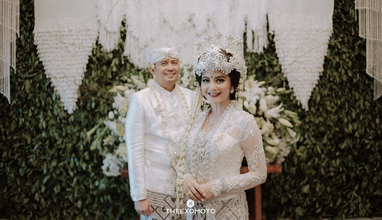 Tiwi Eks T2, telah resmi menikah dengan Arsyad A Rahman pada 22 Februari 2020 lalu. Tak lagi menjanda, ternyata ada cerita unik di balik terwujudnya pernikahan Tiwi dan Arsyad. (Instagram/tentangtiwi)