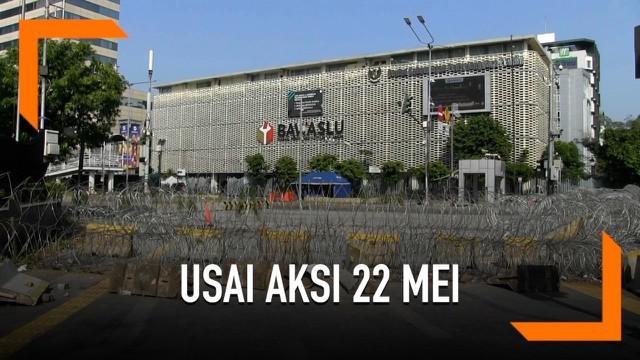 Situasi terkini di Jalan Medan Merdeka Barat dan MH Thamrin masih ditutup. Sementara itu, aktivitas perdagangan di Pasar Tanah Abang kembali normal.