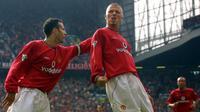Dua mantan pemain Manchester United, Ryan Giggs dan David Beckham. (AFP/Odd Andersen)