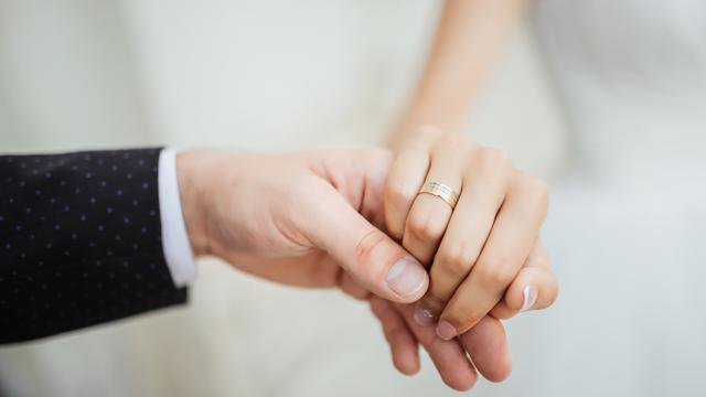 tangan pasangan cinta