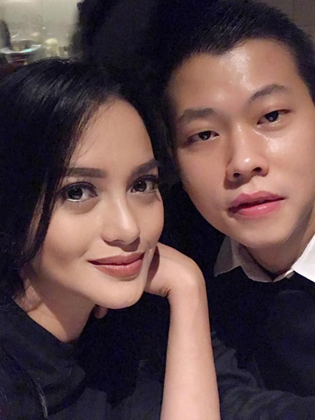 Berbagai foto yang diunggah Ririn Ekawati bersama mendiang Ferry Wijaya kini menjadi kenangan indah, terutama untuk Ririn dan buah hatinya yang saat ini berusia lima bulan, Abigail Cattleya Putri. (Instagram/ririnekawati)