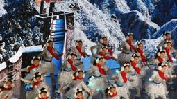 Para penari tampil dalam kegiatan budaya untuk menyambut hitung mundur 500 hari jelang Olimpiade Musim Dingin Beijing 2022 di Badaling, Distrik Yanqing, yang terletak di Beijing, ibu kota China, pada 20 September 2020. (Xinhua/Zhang Chenlin)