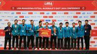 Tim futsal putra, Universitas Surabaya (Ubaya) berhasil menjadi juara di LIMA Futsal Jawa Timur (istimewa)