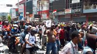 Massa menggelar unjuk rasa di Monokwari, Papua. (Kabar Papua)