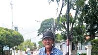 Sosok Inspirasi Iskandar seorang pemulung yang tidak pernah meninggalkan salat lima waktu (dok.Liputan6.com/Adinda Kurnia)