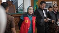 Terdakwa kasus dugaan penyebaran berita bohong, Ratna Sarumpaet saat menjalani sidang lanjutan di PN Jakarta Selatan, Selasa (19/3). Sidang Ratna Sarumpaet mengagendakan pembacaan putusan sela. (Liputan6.com/Faizal Fanani)