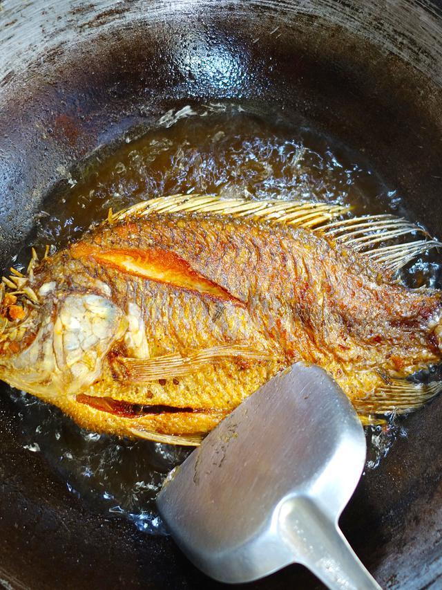 Tips Menggoreng Ikan Agar Tidak Lengket