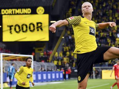 Erling Haaland merupakan pencetak gol terbanyak di Liga Jerman musim 2021/2022 hingga pekan ini. Mesin gol Borussia Dortmund tersebut tercatat telah mencetak tujuh gol dan lima assist dari lima penampilannya di Bundes Liga. (AP/Bernd Thissen)