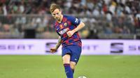 Barcelona menawarkan Ivan Rakitic ke Paris Saint-Germain karena kontraknya akan berakhir tahun depan. (AFP/Fayez Nureldine).