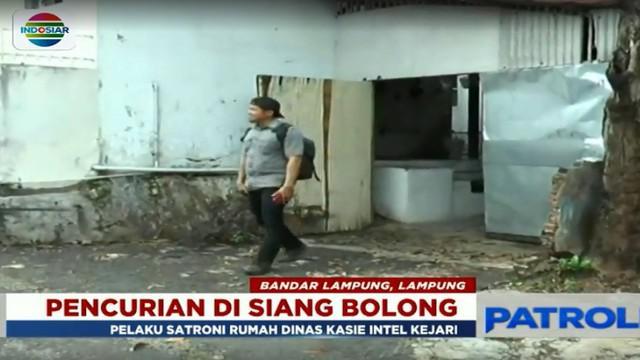 Sasaran pelaku adalah rumah dinas milik Kasi Intel Kejari Tanjung Karang, Andre Setiawan.