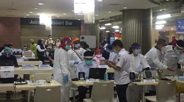Suasana di ruang vaksin Covid-19 di lantai 8 Blok A Pasar Tanah Abang