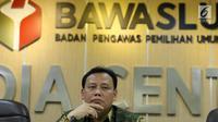 Ketua Bawaslu, Abhan saat memberikan keterangan di Gedung Bawaslu, Jakarta, Kamis (12/7). Bawaslu memberikan sejumlah keterangan hasil pengawasan penyelenggaraan Pilkada Serentak 2018. (Liputan6.com/Helmi Fithriansyah)