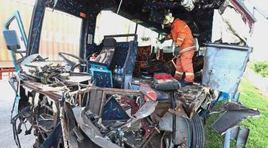 Kecelakaan bus di Penang, Malaysia yang menewaskan sejumlah WNI. (Asia News Network)