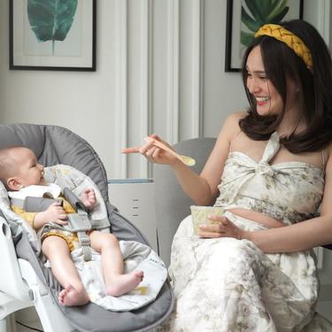 6 Momen Shandy Aulia Suapi Baby Claire MPASI yang Jadi Perbincangan